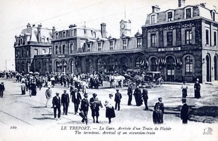 76 - LE TREPORT - La gare - Arrivée d'un train de Plaisir