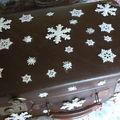 valise et flocons de neige