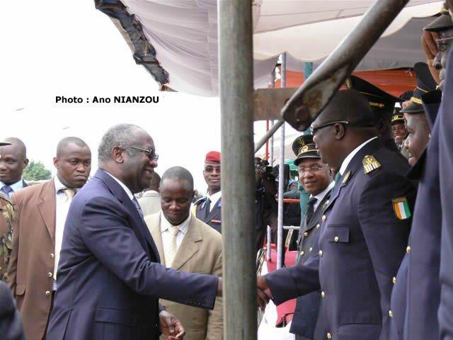UN PRESIDENT APPRECIE DES OFFICIERS