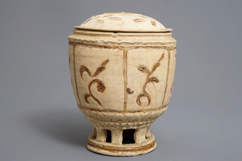 a-vietnamese-bowl-and-cover-on-reticulated-stand-tran-dynasty-13th-15th-c-3