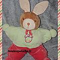Doudou lapin NOUNOURS <b>range</b>-pyjama, vert rouge, velours, doudoupeluche.fr