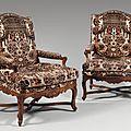 Paire de grands fauteuils à dossier plat cintré. Époque Régence