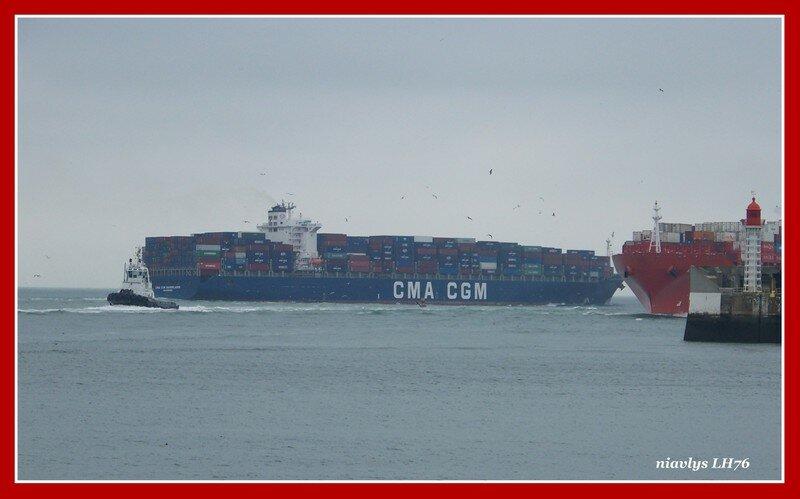 Entrée du port du havre et croisement avec le Baudelaire qui sort de Port 2000