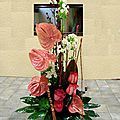 Composition mi-hauteur Anthurium, Stillingia,Rose Iguazu, Phlox