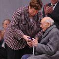 Richebourg: remise de médaille à m léon dekeuwer, maire honoraire