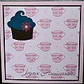 Un cupcake ... des tasses de chocolat chaud ... une carte d'anniversaire gourmande et girly !