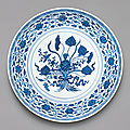 A fine blue and white 'lotus <b>bouquet</b>' dish, Yongzheng mark and period (1723-1735)