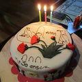 Gateau en pate à sucre : bon anniversaire mona!!