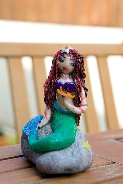 Sirène sur galet