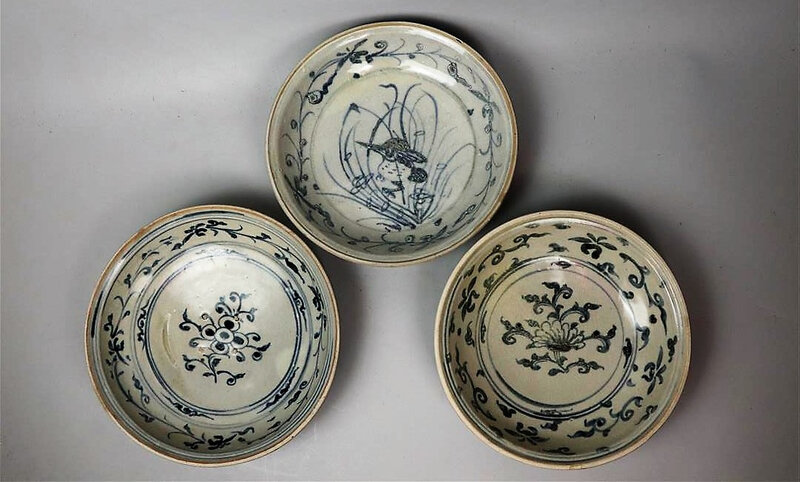 Trois coupes en porcelaine bleu blanc, Vietnam, XVème-XVIème siècle