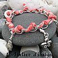 Total liberty suite avec ce <b>bracelet</b> chaîne et cordon liberty corail et ses breloques !