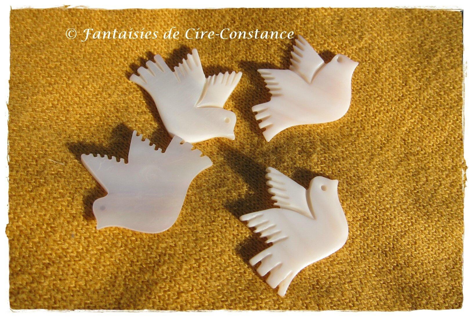 9f.breloques colombes nacre