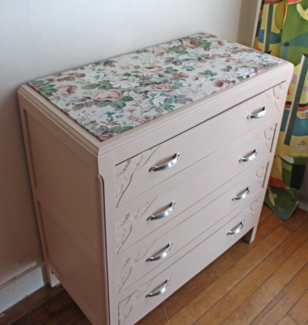 commode-annees-40-nude-dessus