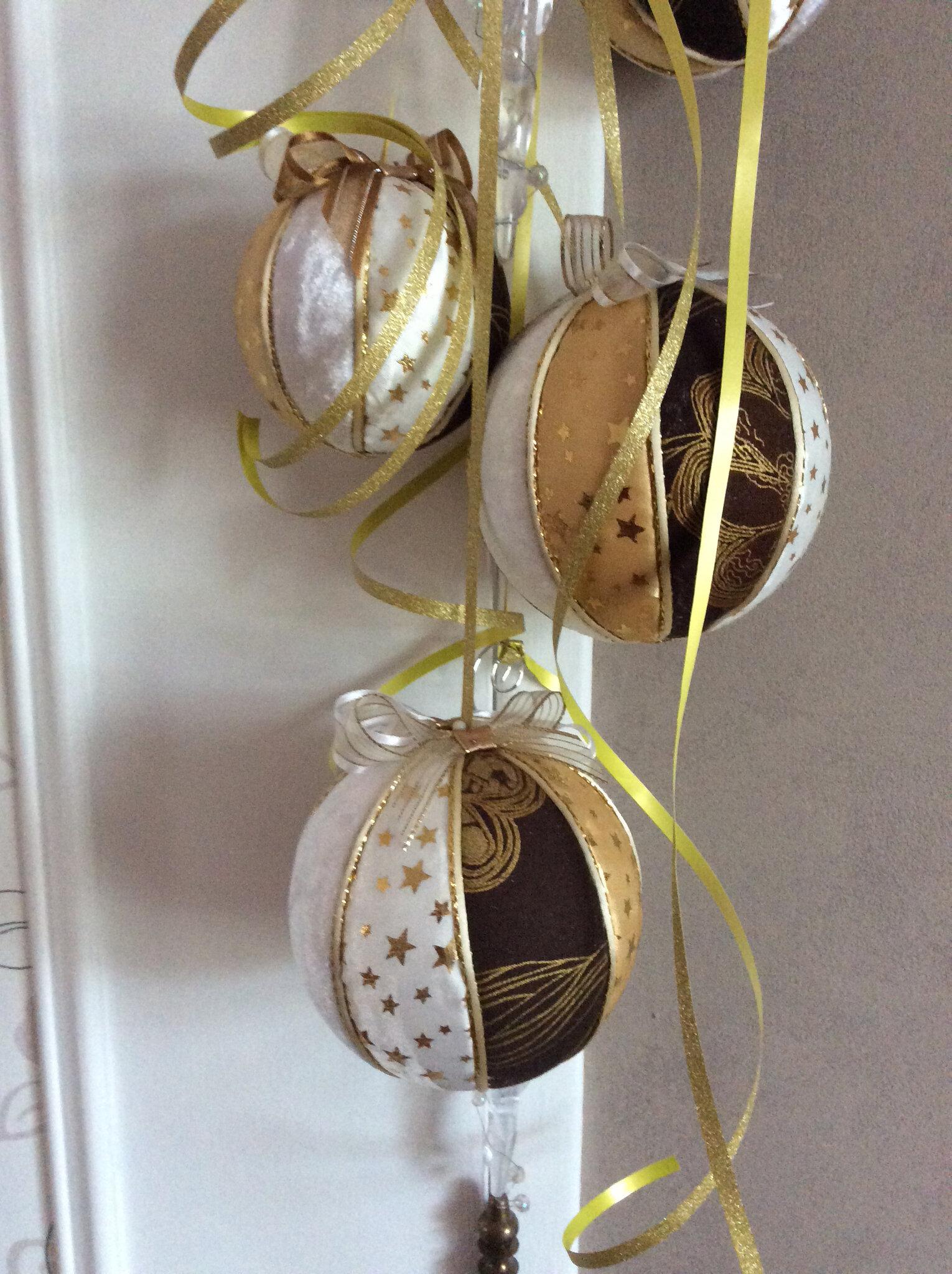 Suspensions boules de Noël tissus