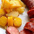 Potée de carottes jaunes, pdt et saucisses fumées