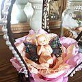 955 - bébé fille dans sa rose ( vendu )