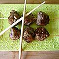 Brochettes de boulettes japonaise par Ale
