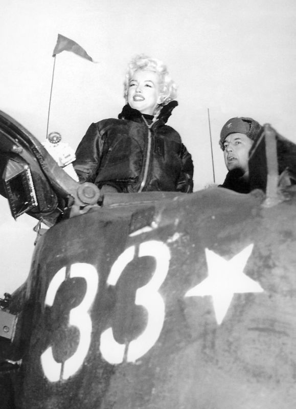 1954-02-17-korea-grenadier_palace-tank-040-1