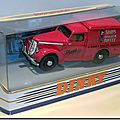Dinky Matchbox DY08-A Commer 8 Sharps Toffee 01