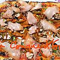 Pizza au saumon fumé et poivrons rouges