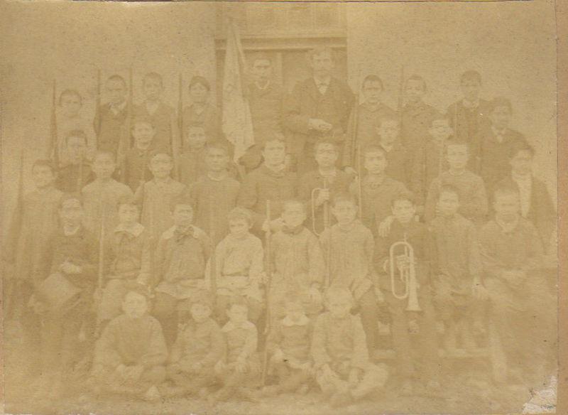 Ecole laïque de Sainte-Foy vers 1886, le bataillon scolaire
