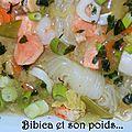 Bouillon miso aux <b>fruits</b> de <b>mer</b>, saumon, konjac et chou chinois {plat complet}