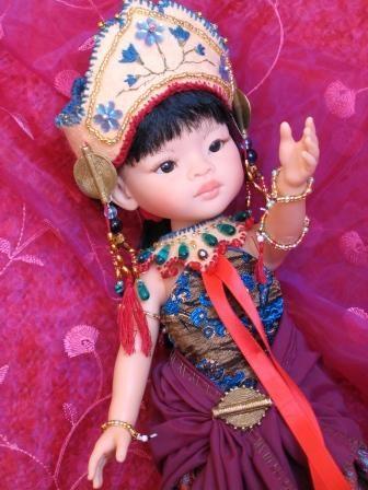 Coiffe et collier de danseuse indonésienne pour un swap