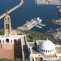 une vue du port pris de Santa Cruz