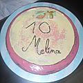 Gâteau d'anniversaire chocolat au lait , chocolat blanc et glaçage vanille , framboise