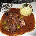 Civet de porcelet en sauce vin rouge accompagné d'un écrasé de pommes de terre