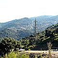 Pylônes, routes, Transformateurs et pistes lacèrent la basse Vallée