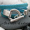 Bleu turquoise et bi matière cuir cousu sur du coton, triple tour de poignet et fermoir toggle rond pour ce <b>bracelet</b> de baroudeu