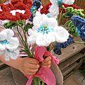 Un bouquet de fleur et une carte pour maman
