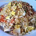 <b>Nasi</b> <b>Goreng</b> (riz sauté indonésien)