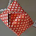 Guirlande 20 cubes tons rouges délicats
