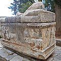 grèce delphes sarcophage