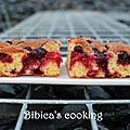 <b>Blondies</b> aux fruits rouges