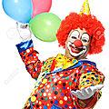 35560691-Portrait-d-un-clown-avec-des-ballons-sourire-isol-sur-blanc-Banque-d'images