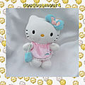 Peluche Doudou <b>Hello</b> <b>Kitty</b> Noeud Sac à Main Bleu Robe Rose Sanrio Jemini 14 cm