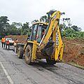 Travaux d'entretien de la <b>Route</b> <b>Nationale</b> N°3. Le Ministre des Travaux publics sur le site