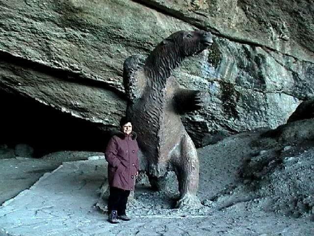 La grotte du Mylodon avec la statue du monstre préhistorique