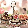 <b>Cupcakes</b> chocolat fourrés de pâte à tartiner, topping chantilly....