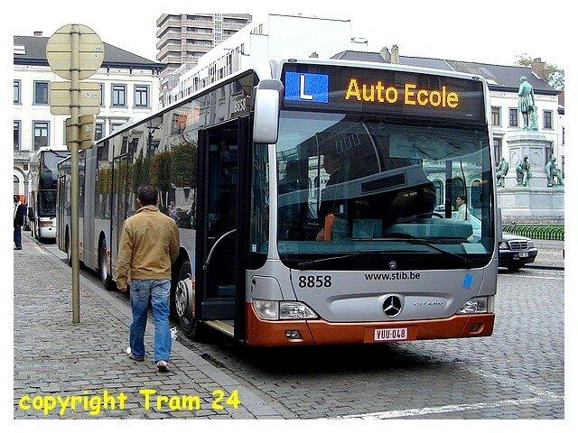 8858 en écolage (place du Luxembourg).