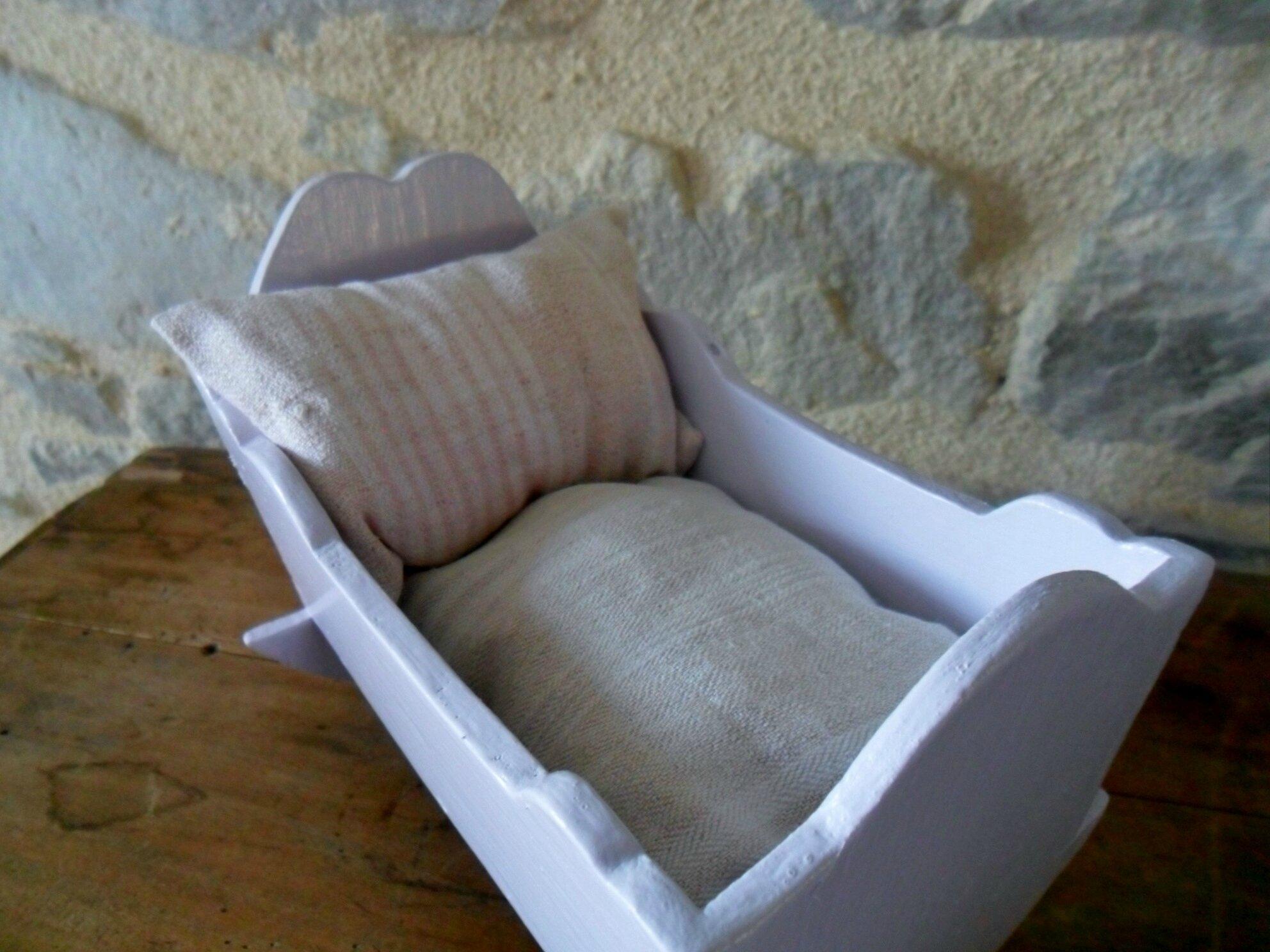 Mini-lit, berceau à bascule en bois ancien pour poupée 14 cm maximum 26€
