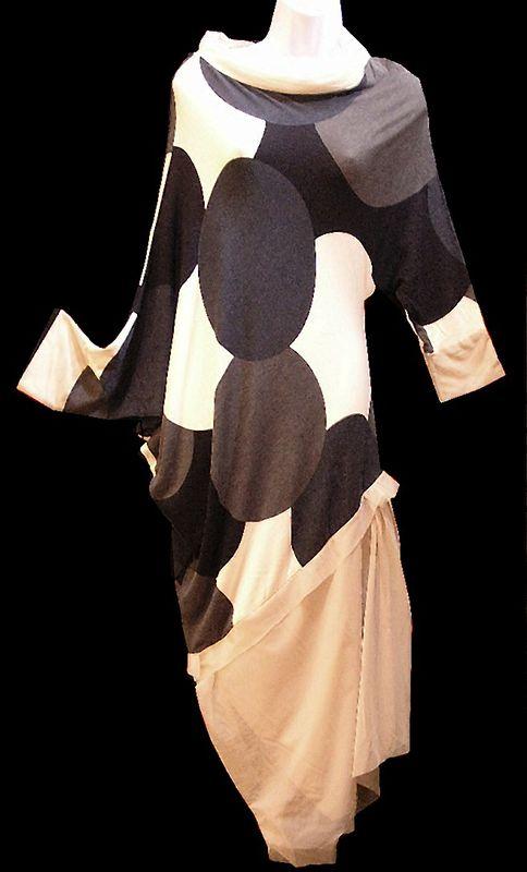 La robe décalée, jersey viscose et résille acétate