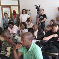 Journalistes et assistance attentifs pendant la conférence de presse du 21.07