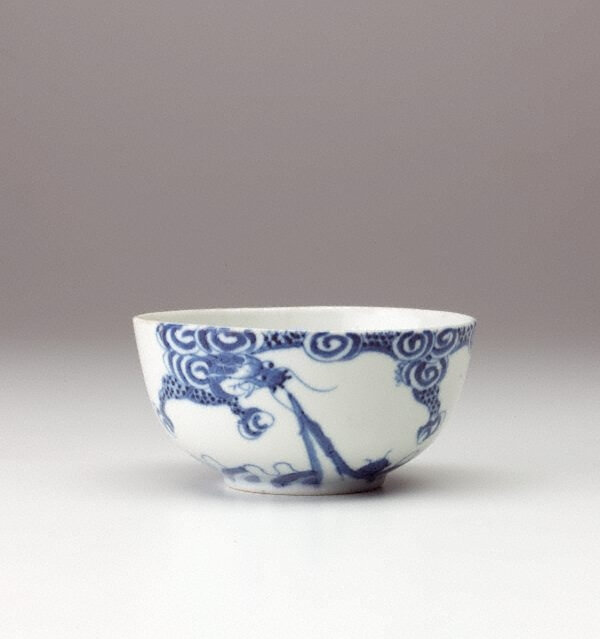 Bleu de Huê bowl with dragon decoration, China Export ware (Viet Nam), Qing dynasty, circa 19th century-20th century, porcelain with underglaze decoration, 5.1 x 10.9 cm. Gift of Dr John Yu & Dr George Soutter 2002 (168.2002) © Art Gallery New South Wales