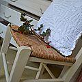 Chaise paillée patinée