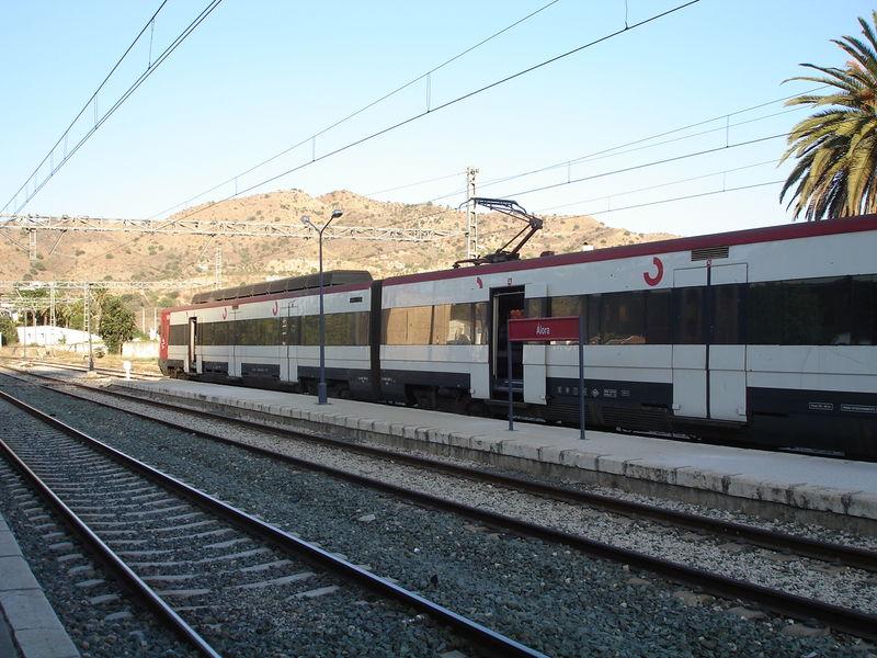 Alora. Rame autorail Cercanias. (ancienne livrée) à destination de Malaga.