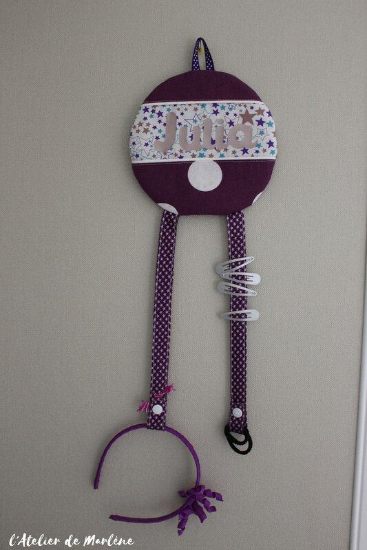 porte barrettes personnalisé violet et blancs pois étoiles